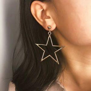 3/$30 💛 Star Drop Earrings